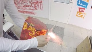 Подожгли фейерверк в офисе новогодний прикол(Всегда свежий ГОРОСКОП http://goroskopooo.blogspot.com/ Ребята пошутили над сотрудниками в офисе подожгли салют вот так..., 2015-12-30T14:15:57.000Z)