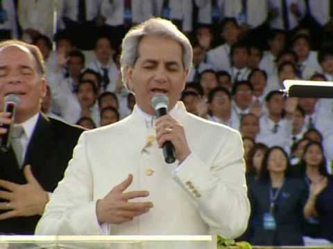 """Benny Hinn sings """"Let Your Glory Fill This House"""""""