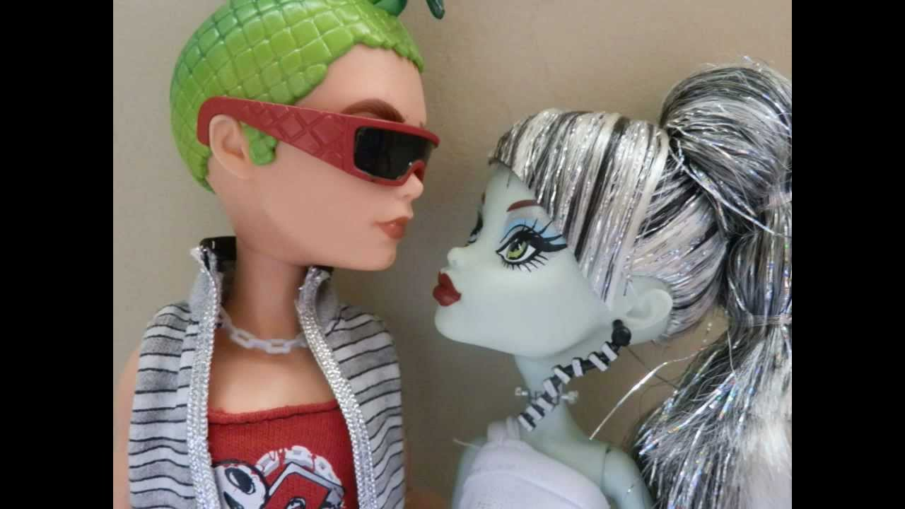 Monster high love stories frankie and deuce youtube - Monster high deuce ...