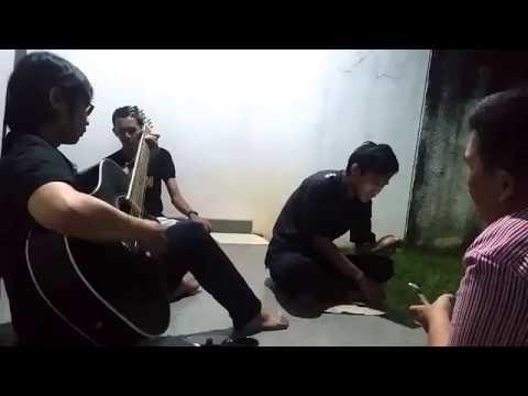 Menanti Sebuah Jawaban - Padi   cover by @wong_pojokan
