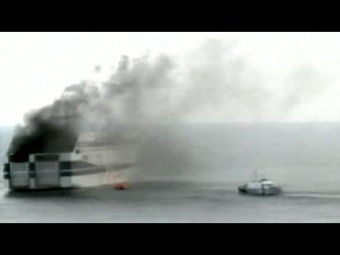 Δραματική επιχείρηση εκκένωσης του φλεγόμενου «Norman Atlantic» με 478 επιβαίνοντες