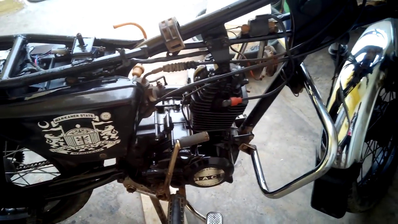 exhaust fire on old 100cc bajaj boxer, restored by me