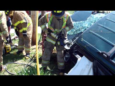 VEHICLE ACCIDENT WITH EXTRICATION PART 2 4-30-2013