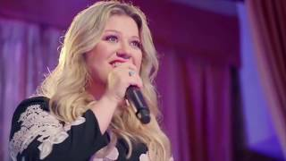 Kelly Clarkson Performs First Dance at Wedding