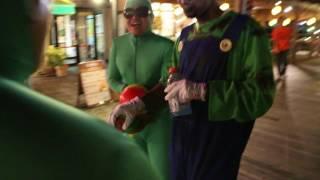 Mais um episódio da festa de Halloween que rolou em Okinawa, Japão.