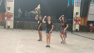 Dançando k-pop em público - Momoland Baam