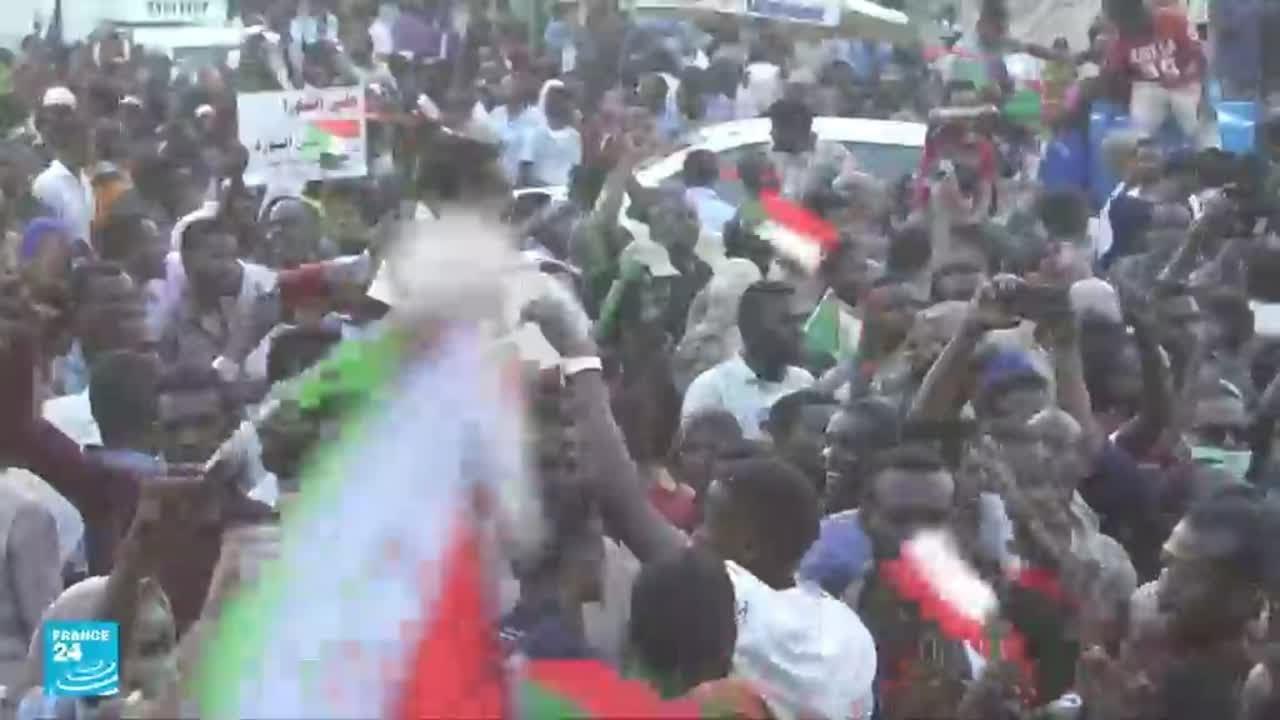 من الإطاحة بالبشير إلى اعتقال حمدوك.. أبرز المحطات في السودان  - 16:55-2021 / 10 / 25