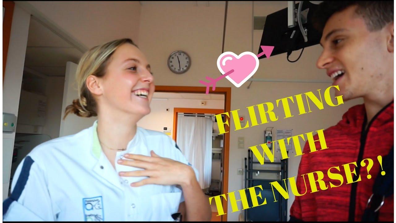 看護師と遊ぶ