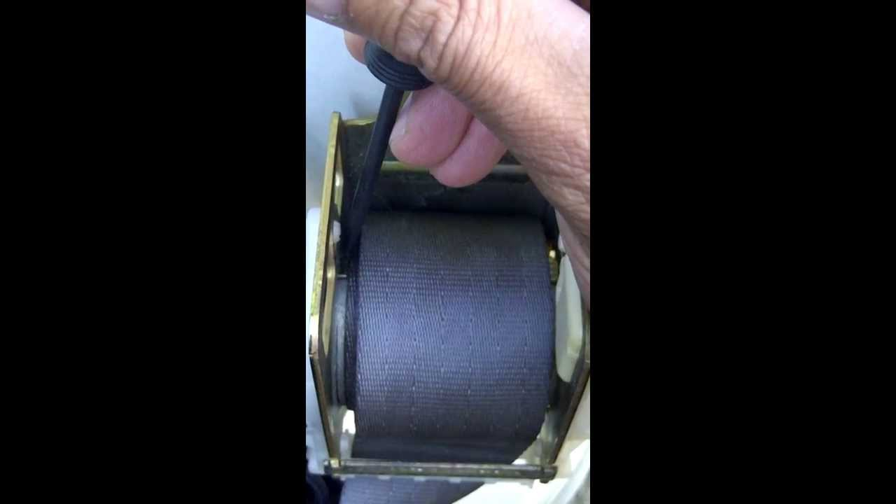 How to unlock seat belt retractor