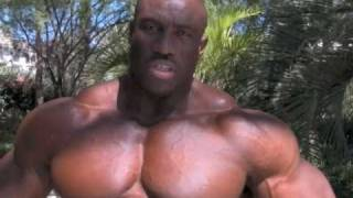The World\'s Largest Bodybuilder Takes on Mr.O