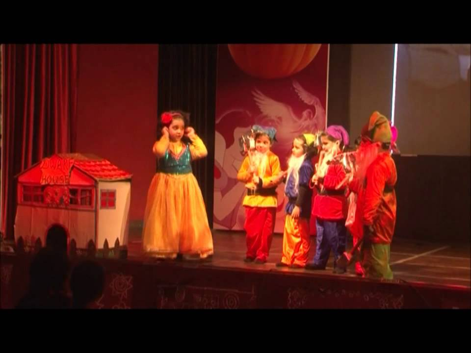 GIIS Noida Pre-Primary students performing Snow white and the seven dwarfs.