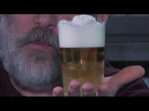 ¿Por qué se lleva mejor la cerveza con espuma