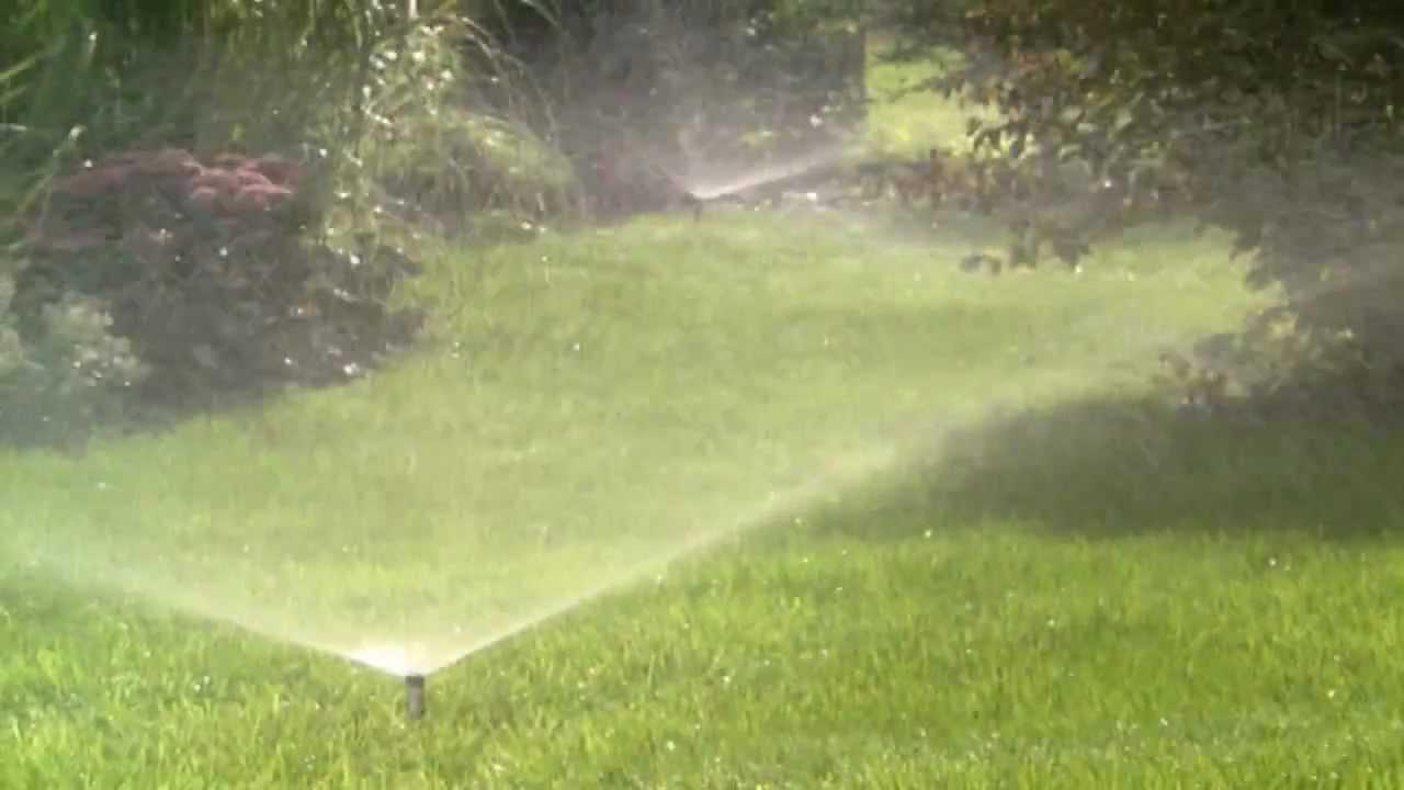 Gardena Sprinklersystem - YouTube