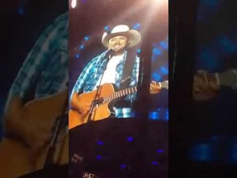 GARTH BROOKS PICKS MAN FROM AUDIENCE AND STUNS EVERYONE!!!