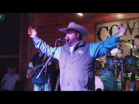 Daryle Singletary performing his last show on Saturday at Cowboys in Lafayette