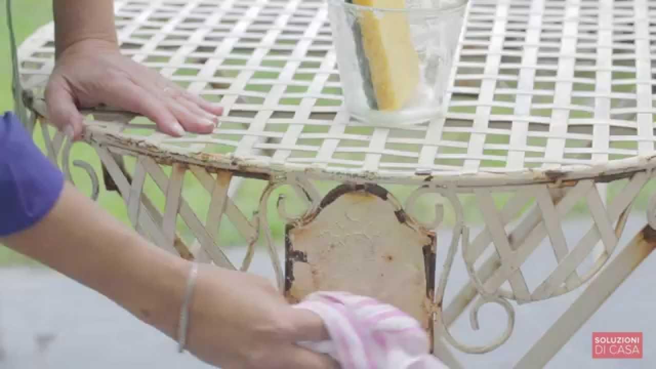 Come togliere la ruggine dai mobili da giardino youtube for Togliere ruggine