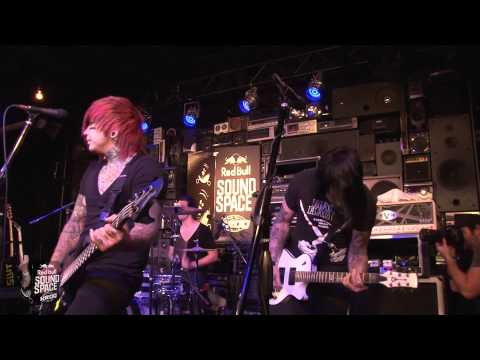 """Falling In Reverse """"I'm Not A Vampire"""" (Live In The Red Bull Sound Space At KROQ)"""