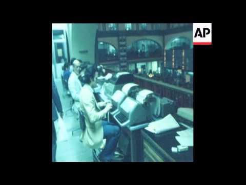 UNUSED 21 10 80 SCENES AT THE ITALIAN STOCK MARKET IN ROME AS LIRA DROPS