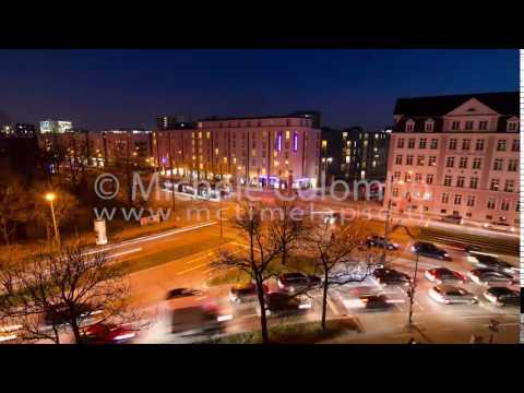 0048 - time lapse - traffic at intersection by night - 4K