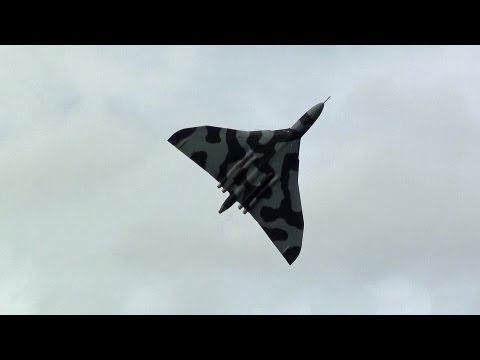 Vulcan XH558  Awesome Howl Sounds.