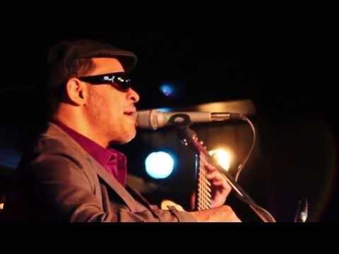 """Raul Midón Live - """"Suddenly"""" - Berlin 2013 - @Quasimodo"""