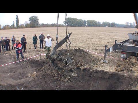 Пошуковці розкопали останки радянського літака часів Др...