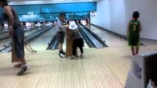 Bowling: Диана первый раз в боулинге