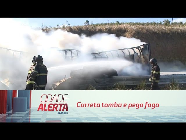 Carreta tomba e pega fogo: motorista salvo de veículo em chamas