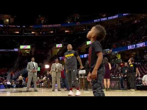 Isaiah Thomas gets help from his son during warmups | ESPN
