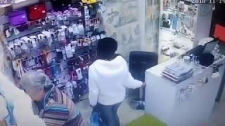 Осторожно, работают женщины карманники!