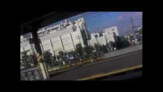 プロモーションビデオからも明らかなように、車窓からの景色が似合う曲...