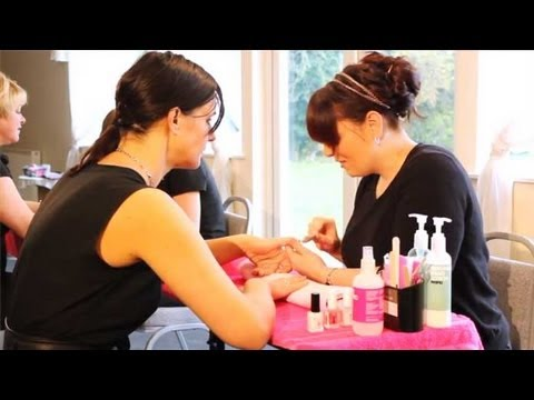 Acrylic and gel nail courses leeds