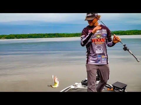 DON'T Put That JERKBAIT DOWN!!! Bass Fishing Secret Tips