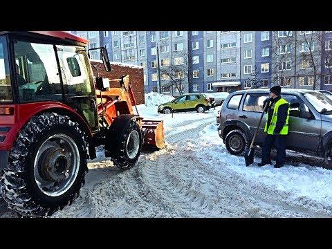 Уборка придомовой территории от снега на Риммы Юровской 3