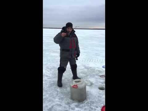 Зимняя рыбалка (прикол)
