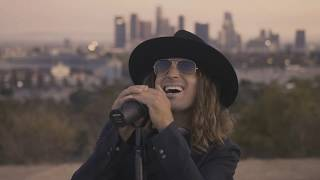 Смотреть клип Dirty Honey - Down The Road