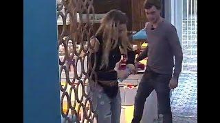 Gh2016 Yasmila Le Tira Talco A Pato Gran Hermano 2016