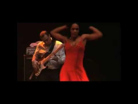 "Baila portugués...""africa bamba"" Tequila sun and gipsy"