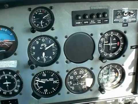 Alleinflug in Grumman American AA-5 5