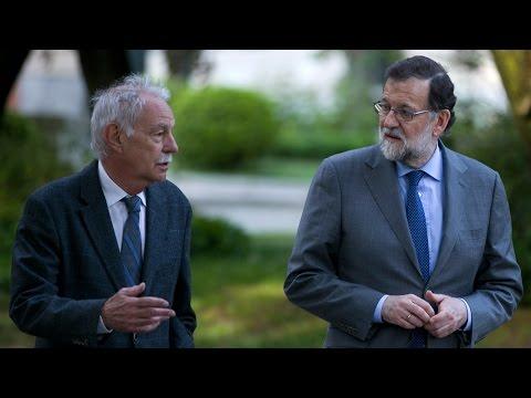 Mariano Rajoy recibe en Moncloa al escritor Eduardo Mendoza