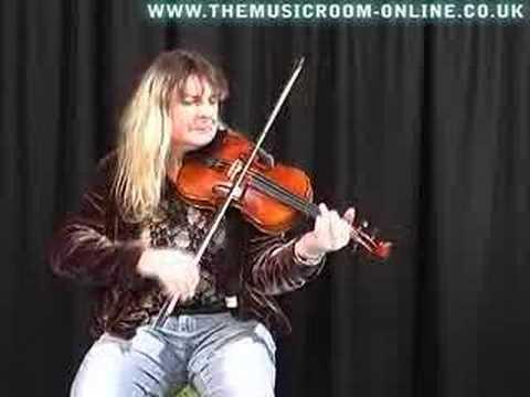 Gina Le Faux Plays a Bridge 'Starry Night' Violin