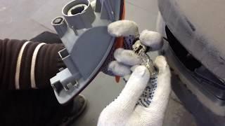 Замена лампочки в задней противотуманке на Mitsubishi Outlander XL, Citroen C-crosser, Peugeot 4007