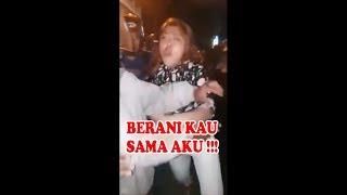 Download Video Pelakor Dilabrak Istri Polisi di Tengah Jalan MP3 3GP MP4