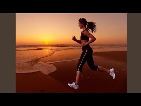 Болит правый бок со спины: причины и первая помощь