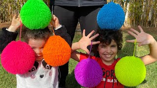Children play with colored balloons: les boys tv