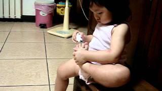 十目大虎娃 - 16.5個月自己剪手腳趾甲