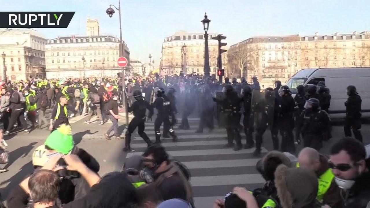 Французские «жёлтые жилеты» вышли на 14-ю субботнюю акцию протеста