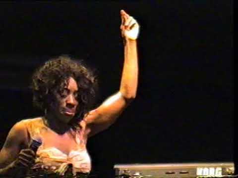 Heather Small (m people) big in falkirk 2005