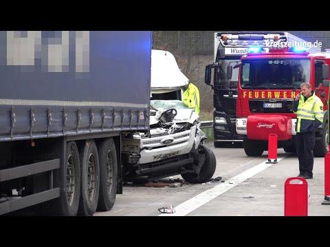 Unfall mit Kleintransporter auf der A1