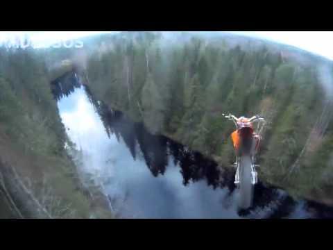 40 метровый прыжок на мотоцикле в воду!